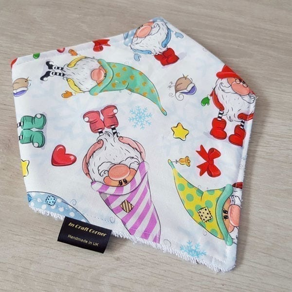 gnomes dribble bib