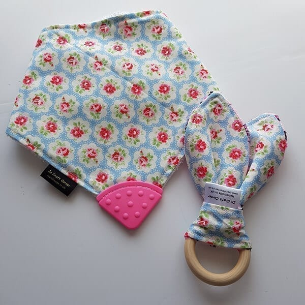 Pale blue flowers teething bib & teething ring