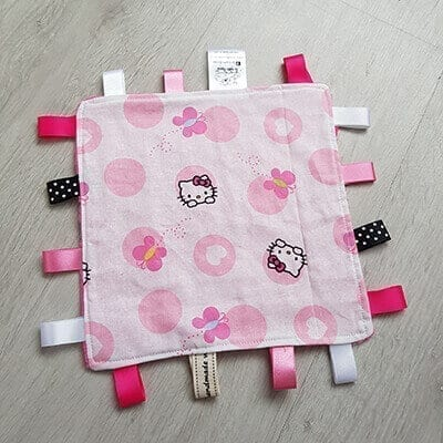 Helly Kitty regular taggie blanket